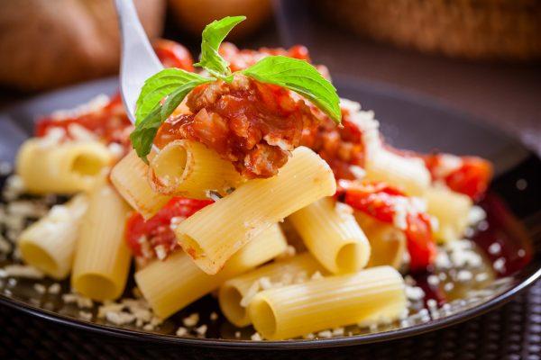 Ригатони в томатно-мясном соусе