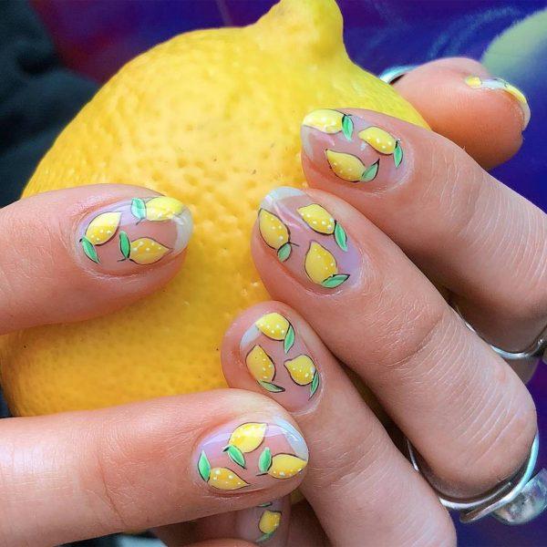 Маникюр с лимонами