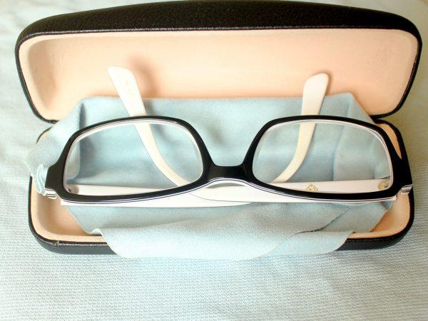 очки в футляре