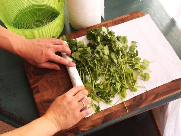 Зелень в салфетке