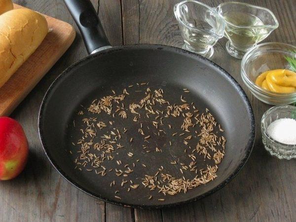 Специи на сухой сковороде