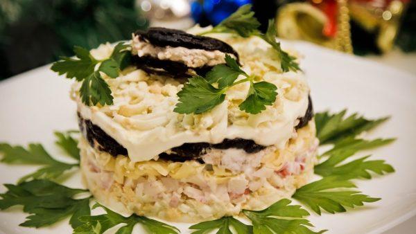 Классический рецепт салата «Чёрная жемчужина»