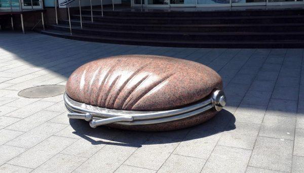 Памятник кошельку в Краснодаре