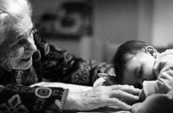 Бабушка с младенцем