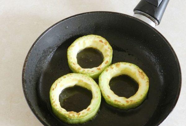 Обжаренные кольца из кабачков