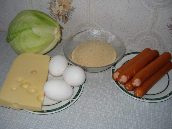 Сосиски, капуста, сыр, яйца и сухари