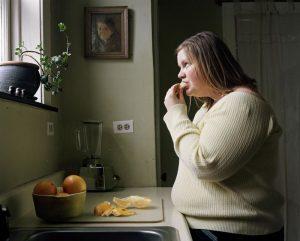 грустная толстушка