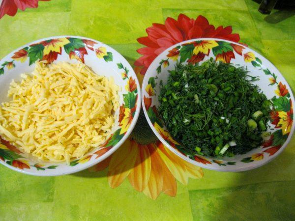 Сыр и зелень