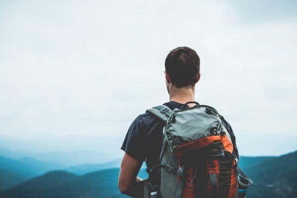 Мужчина-путешественник