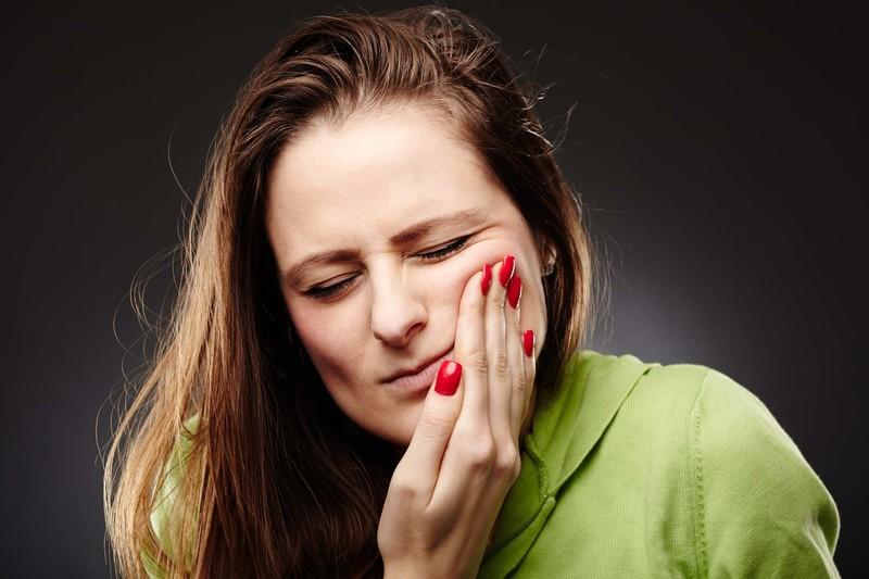 разрушает зубы