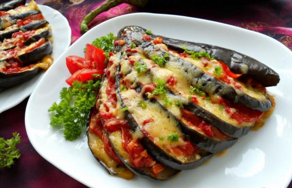 «Веер из баклажанов» с куриным филе под сырной шубой
