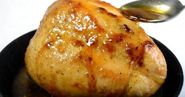 Запечённая на кости куриная грудка с соевым соусом