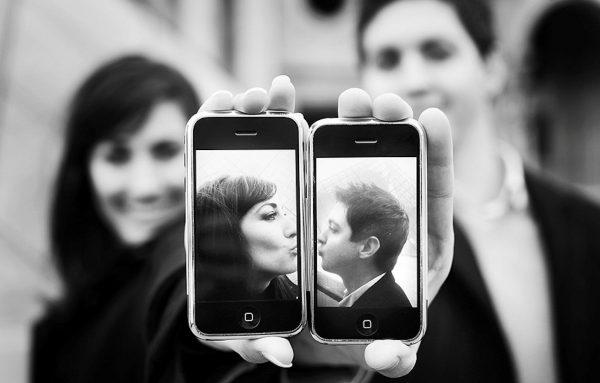 Фотографии на заставках телефонов