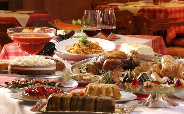 Еда на столе
