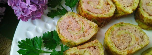 В аппетитном рулете из кабачков с фаршем вы найдёте изумительное сочетание сочных овощей и сытного мяса
