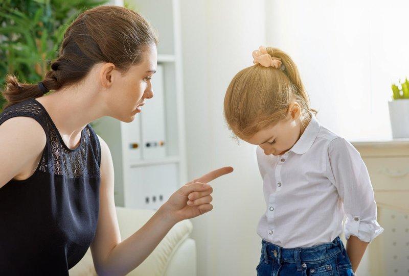 Ругается с ребёнком