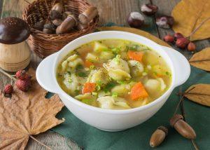 Суп с пельменями и картофелем
