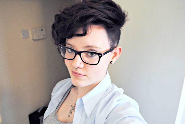 Стрижка с выбриванием волос