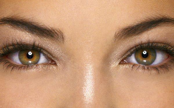 Каре-зелёные глаза