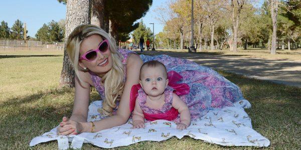 Холли Мэдисон и её дочь Рейнбоу Орора