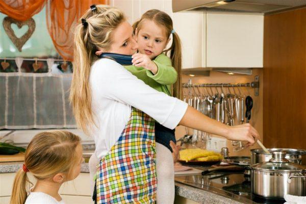Домохозяйка с детьми