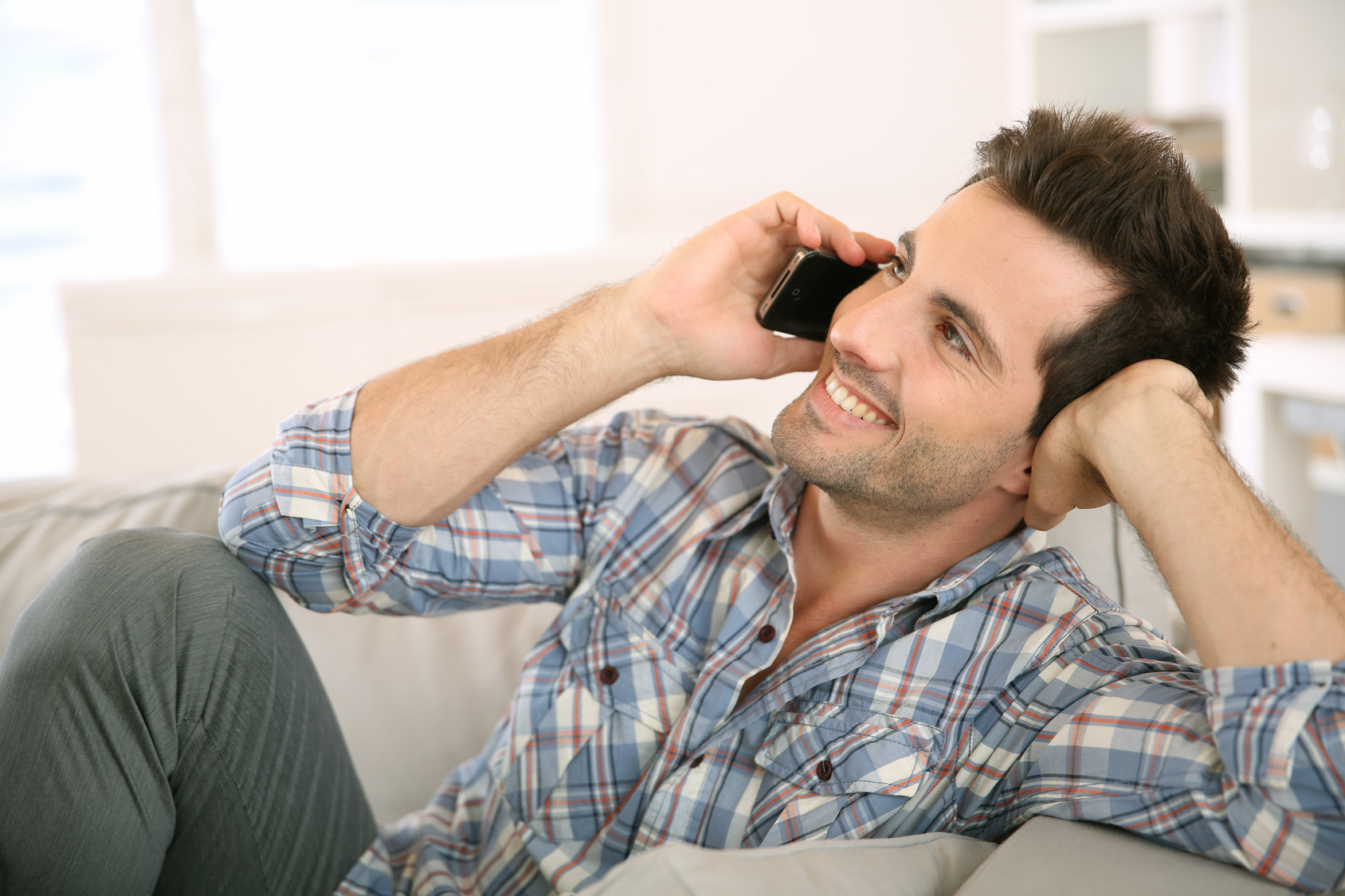 Открытка днем, картинки на аву мужчина разговаривает по телефону