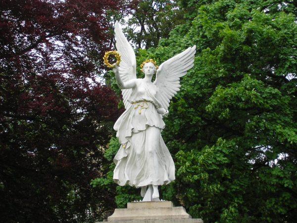 Статуя богини Ники