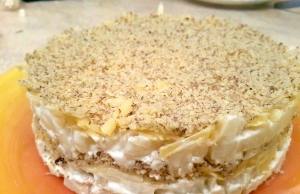 Салат «Искушение» с курицей, ананасами, сыром и грецкими орехами