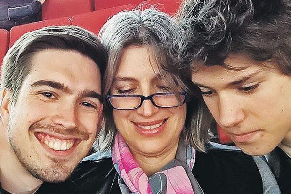 Лилиан Гасинская с сыновьями