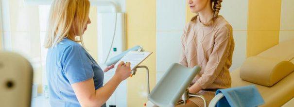 Девушка на приёме у гинеколога