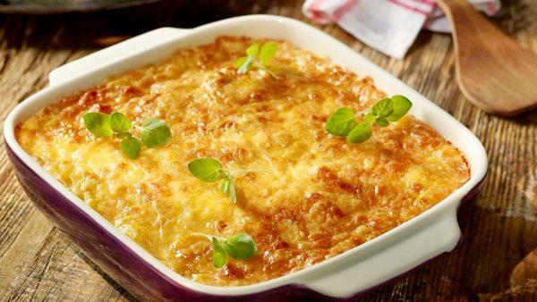 Кабачковая запеканка с сыром, луком и чесноком