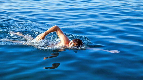 Пловец в океане