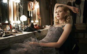 актриса перед зеркалом