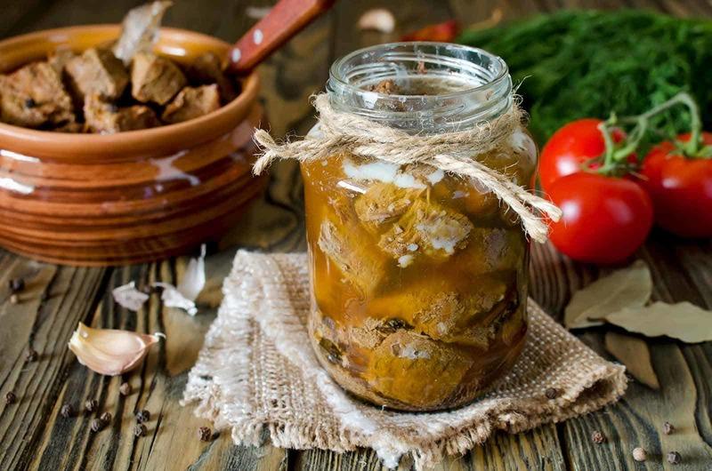 Аппетитная свиная тушёнка - прекрасная основа для множества вкуснейших блюд