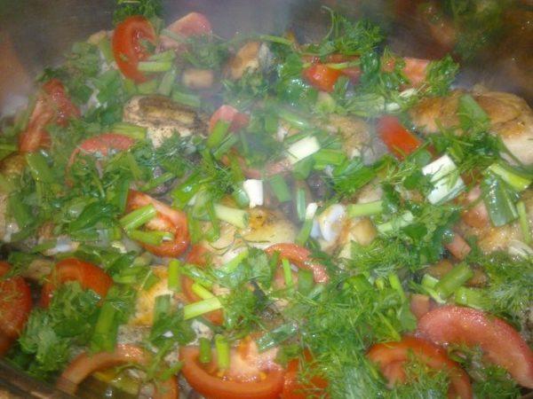 Сковорода с овощами и курицей