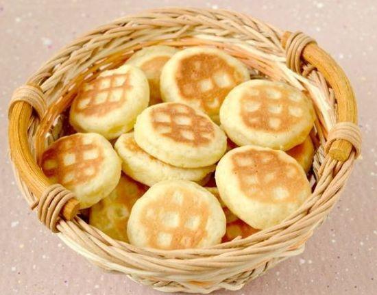 Блюдо с печеньем, жареным на сковороде