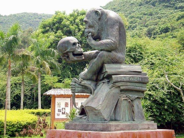 Памятник обезьянке в Хайнянь