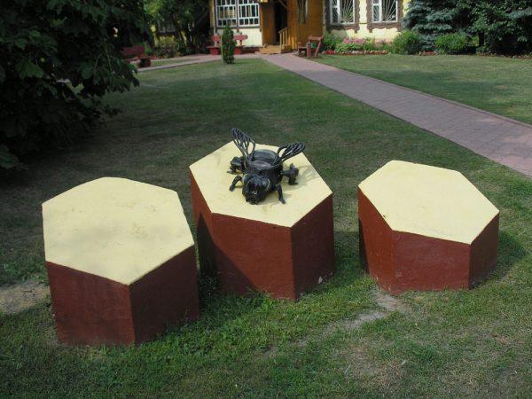 Памятник пчеле в Москве