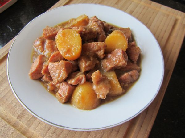Свинина, тушённая с картофелем