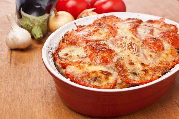Картофельная запеканка с томатами и сыром