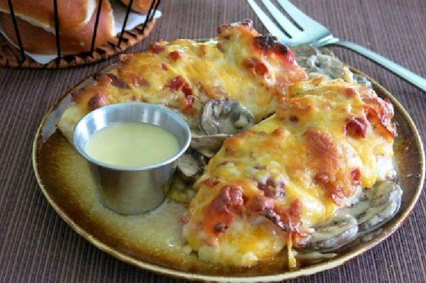 Блюдо с куриными грудками под шубой