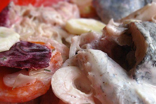 Рыба и овощи в соусе