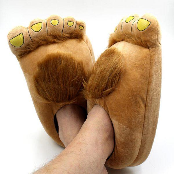 Тапочки на ногах