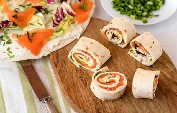Рулетики из лаваша со сливочным сыром и лососем