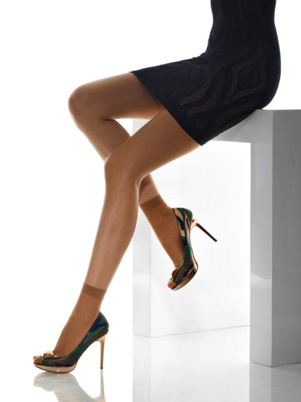 Девушка в носочках