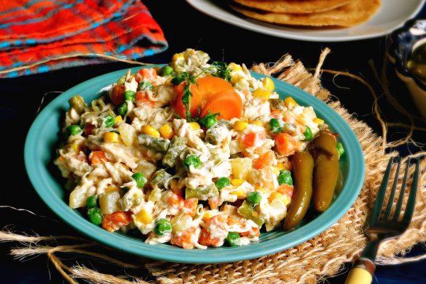 Салат с куриным филе и мексиканской смесью