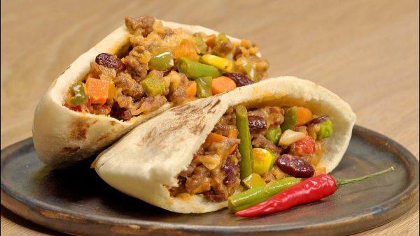 Пита со свининой, фасолью и мексиканской смесью