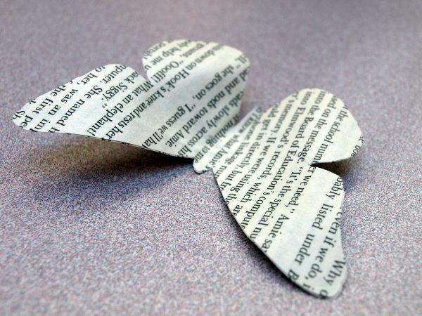 Однослойная бабочка из газеты