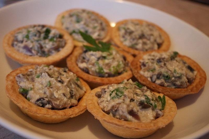 Тарталетки с грибами и сметаной
