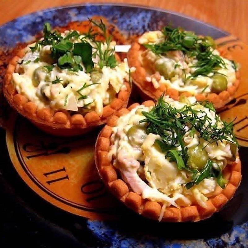 Тарталетки с печенью трески и сыром